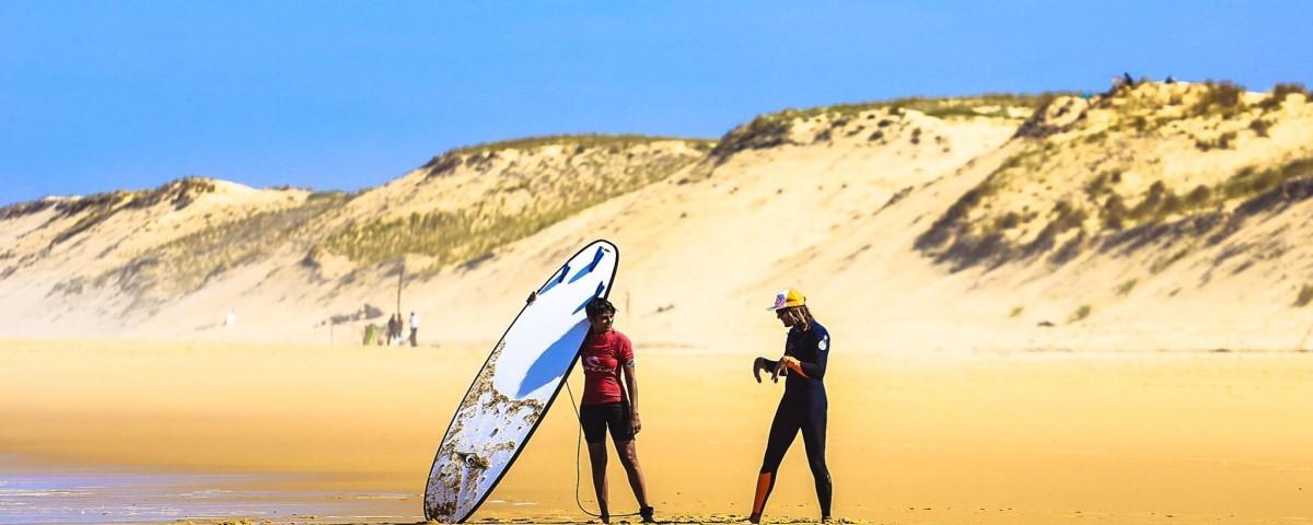 Cours de surf sur la plage